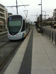 Dalles podotactiles - quai tramway